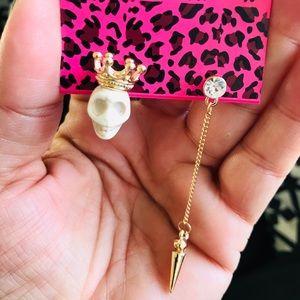 BETSEY JOHNSON~ Skull Asymmetrical Earrings